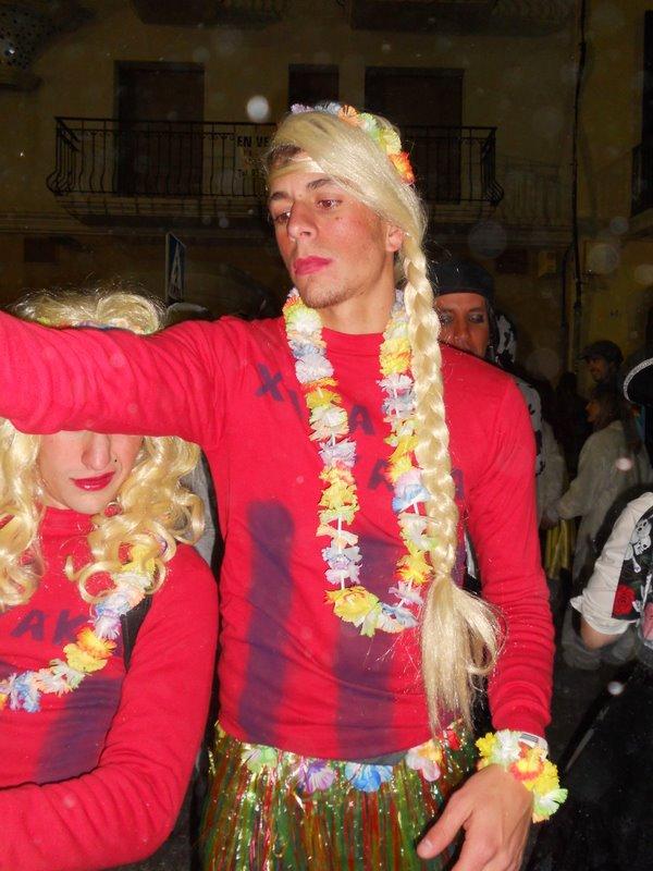 Barcelona, Sitges, Sitgesin karnevaalit, naamiaiset, katujuhla, naamiaisasu, naamiaispuku, juhlat, bileet, juhlapäivä, ihmiset, juhlaväki, juhlivia espanjalaisia, katalaaneja, kokemus, Havaji