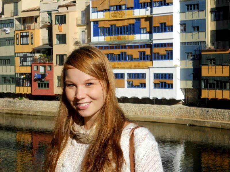 Girona, Katalonia, Barcelonan lähikaupunki, kaupunki Barcelonan lähellä, lähiseutu, kaupunkiloma, kaupunkikohde, päiväreissu, kiva vierailupaikka, värikkäät talot, joki, vanhakaupunki, historiallinen kaupunki, matka, päiväretki